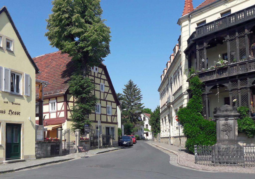 Blick vom Dresdner Elbufer in die Fährstraße