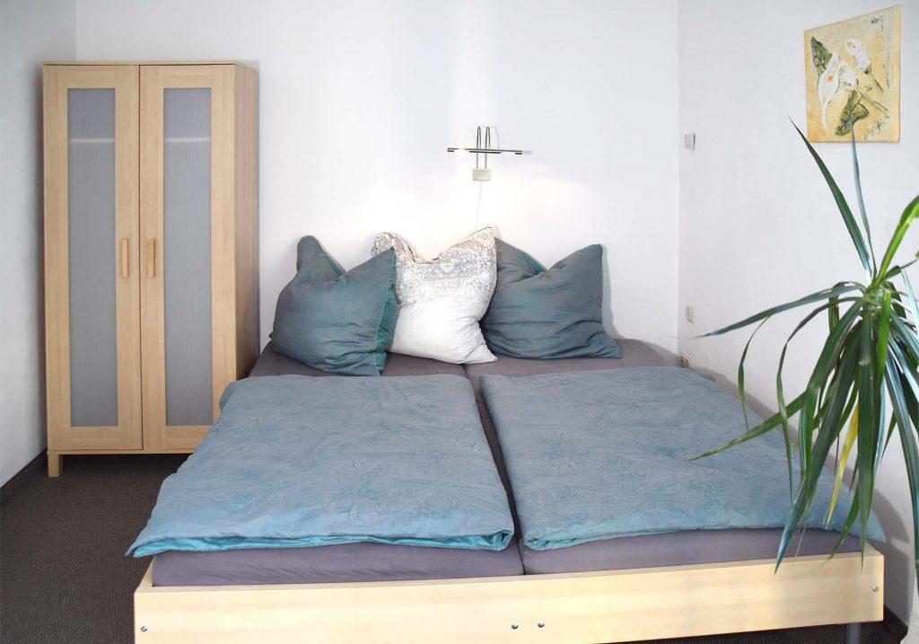 Doppelbett im Schlafzimmer 1. OG